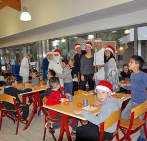Petits déjeuners de Noël à l'école élémentaire