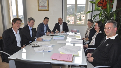 Signature des accords pour la construction du clos Charlot